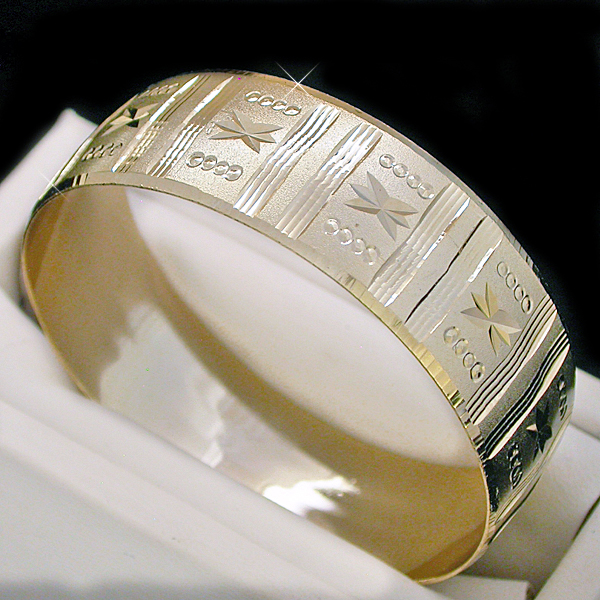 BNBW-101 20mm Wide Diamond Cut Gold Layered Bangle