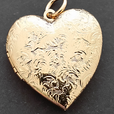LKT-12b Lg Heart Shaped 14k Gold GL Engraved Opening Locket